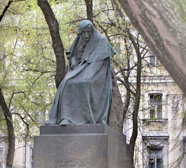 Картинки по запросу 2. Памятник Николаю Гоголю москва